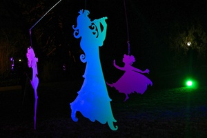 Shadow Puppets: Create and Play