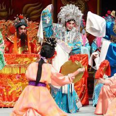 Cantonese Opera Behind the Scenes