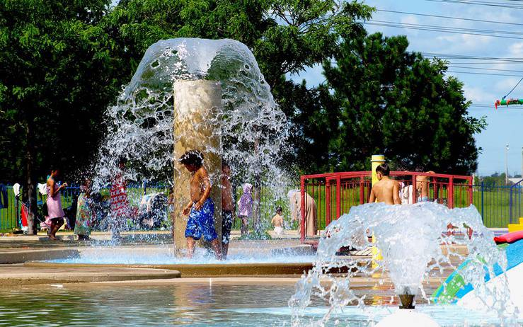 Top Water Parks, Splash Pads, & Wading Pools for Kids in Toronto